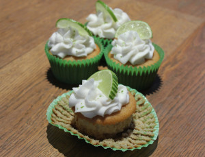 Coconut-cupcake-lime-frosting3
