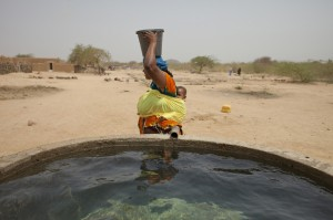 Oxfam install water tanks in niger #withoxfam