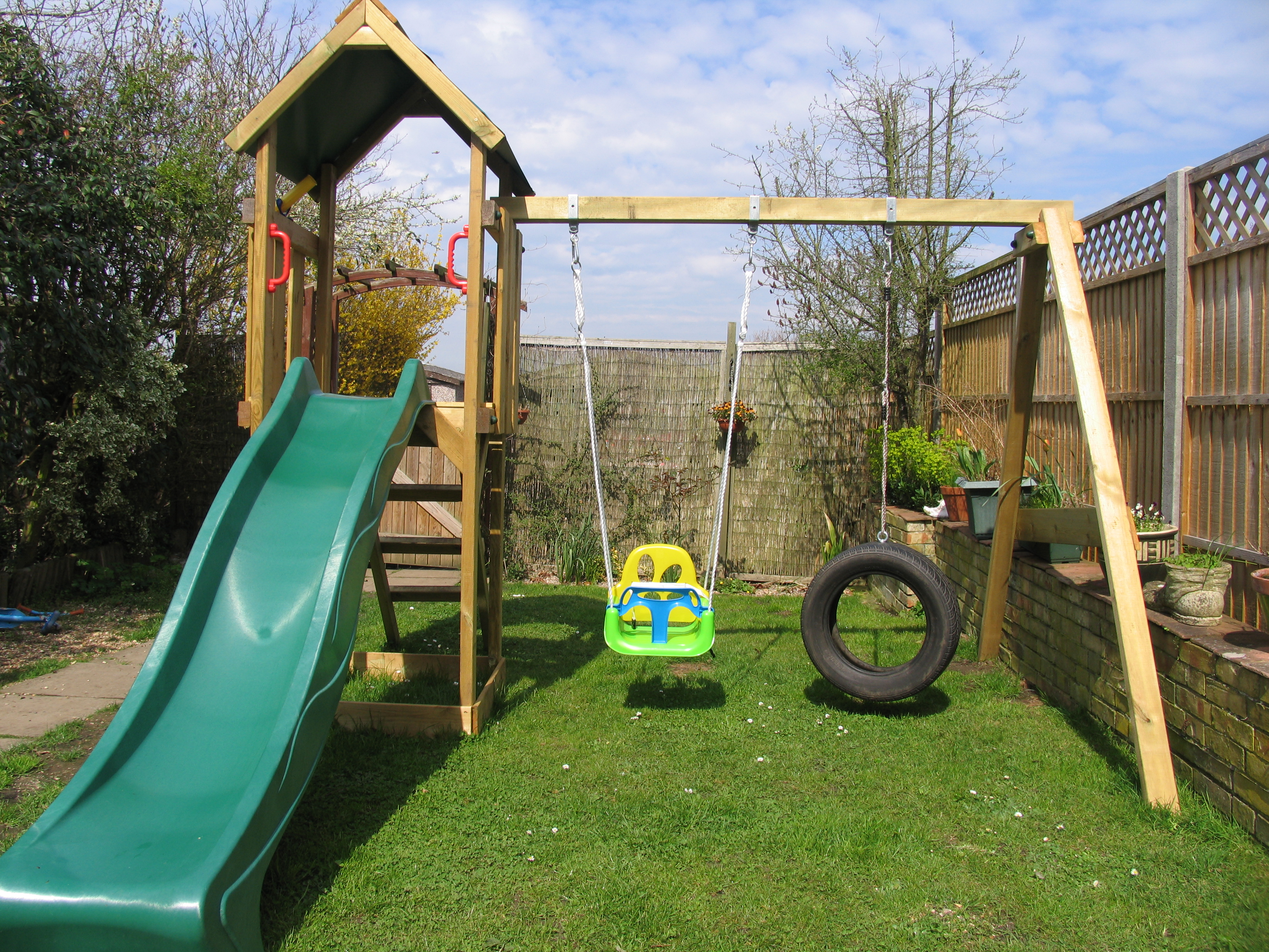 Review: Wickey Freeflyer climbing frame with swing set - Free From ...