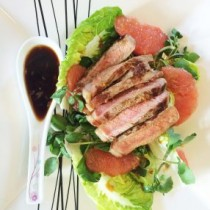 Seared-steak-with-pink-grapefruit-salad-286x300