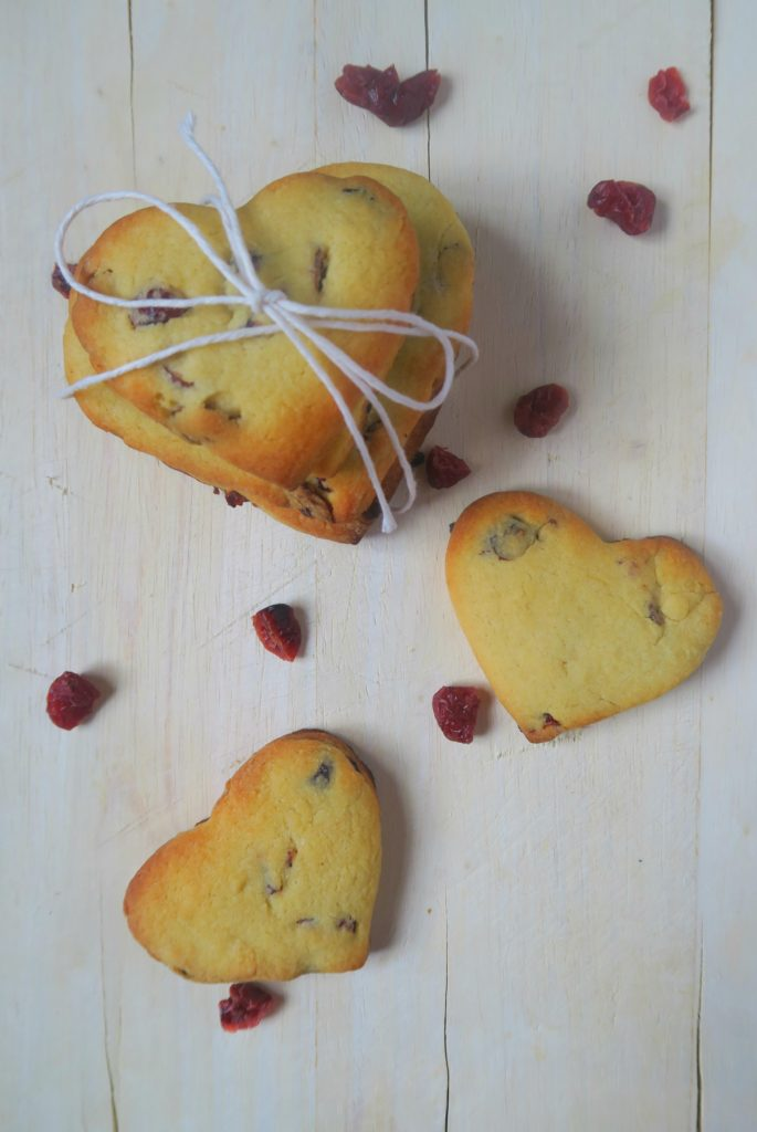 vegan valentines biscuits